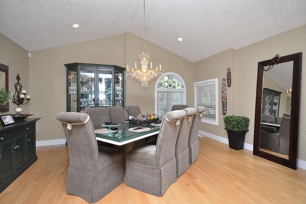 Riverfront Villa Suite 1 Dining Room