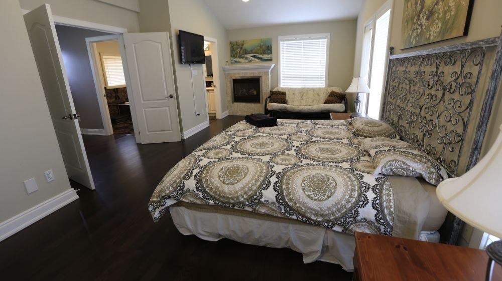 Riverfront Villa Suite 1 Master Bedroom